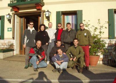gruppo foto esame - corso parapendio 2 2002 - Dove non osano le aquile
