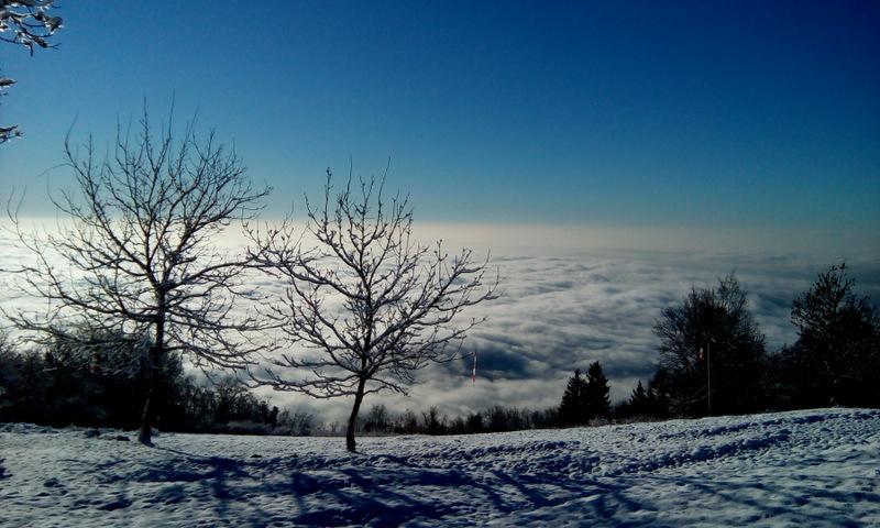 neve con inversione nuvole decollo antenne